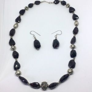 Jewelry - Garnet necklace and earring jewelry set